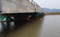 Cầu 30 tỉ vừa xây xong đã có vết rạn nứt