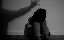 Tạm giữ thầy giáo 35 tuổi nghi hiếp dâm học sinh lớp 8