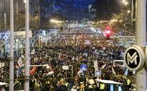 Dân Hungary nổi giận