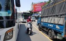 Ôtô đậu kín đường phố Đà Nẵng