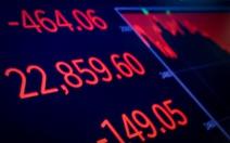 Chứng khoán Mỹ đỏ sàn vì lãi suất tăng và chính phủ dọa đóng cửa