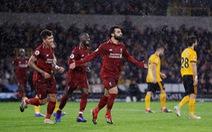 Salah tỏa sáng, Liverpool giữ vững đỉnh bảng