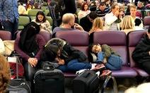 120.000 hành khách vạ vật chờ đợi vì... máy bay đồ chơi