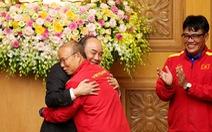 Thủ tướng gặp đội vô địch AFF Cup: Cảm ơn HLV Park, cảm ơn cha mẹ cầu thủ