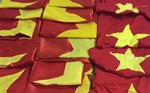 Bạn trẻ góp hơn 300 lá cờ gửi ngư dân hải đảo sau 'bão' AFF Cup