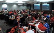 Chính phủ hết tiền, quân đội Mỹ vẫn 'theo dõi' ông già Noel