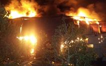 Xưởng bao bì cháy rụi trong đêm Cần Thơ có bồn chứa dầu 4.000 lít