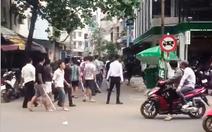 Hàng chục người cầm gậy náo loạn đường phố Sài Gòn