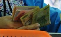 Giáo viên nhận quyết định tăng lương phải... nộp phí