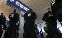 Cặp đôi cầm súng giả gây hoảng loạn ở sân bay Pháp