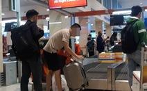 Chuyện người đàn ông thơm phức nước hoa ở sân bay Tân Sơn Nhất