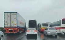 2 tai nạn liên tiếp, cao tốc Pháp Vân - Cầu Giẽ kẹt cứng