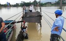 Cầu sập ở Khánh Hòa, 3 người rơi xuống sông