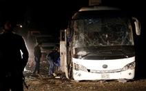 Xe chở du khách nước ngoài lại bị tấn công ở Ai Cập