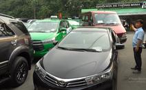 Giáp tết, ôtô xếp hàng dài chờ kiểm định