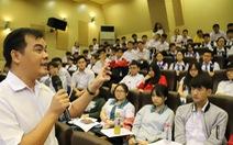 Ít nhất 20% trường THPT ở TP.HCM giao tiếp bằng song ngữ Anh - Việt
