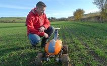Robot làm đồng giúp giảm vất vả cho nông dân