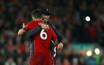 HLV Jurgen Klopp suýt khóc khi Salah nhường phạt đền cho đồng đội