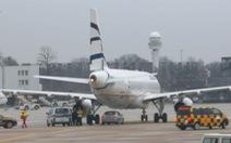 Sân bay Đức đóng cửa vì tài xế lao xe vào đường băng