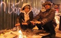 Tặng chăn ấm trong đêm Hà Nội co ro vì giá rét