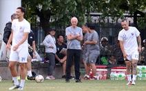 Philippines chỉ còn 15 cầu thủ trên sân tập ở Hà Nội