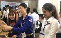 Đại biểu tàu thanh niên SSEAYP: 'Yêu quá áo dài và nhạc cụ Việt'
