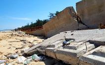 Kè biển đổ sập: thuê nhà thầu làm ẩu để... sửa chữa