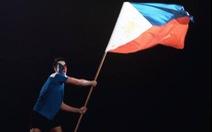 Đội nhà thất thế, CĐV Philippines 'thách' CĐV  Việt đấu...bóng rổ