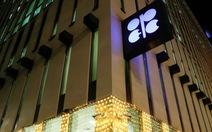 Giảm sản lượng dầu, OPEC chờ Nga