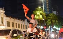 Tạm giữ 56 xe 'đi bão' sau trận Việt Nam - Philippines