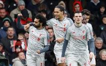 Salah lập hat-trick, Liverpool tạm chiếm ngôi đầu bảng