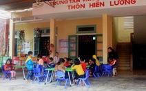 Trẻ mầm non 'học ké' nhà sinh hoạt cộng đồng thôn