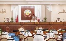 Tiểu vương Qatar bỏ họp, ngoại trưởng Bahrain lên Twitter chỉ trích
