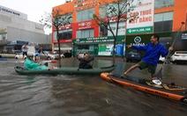 Bi hài cảnh giới trẻ đua thuyền kayak trên phố Đà Nẵng