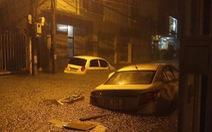 Sau một đêm mưa, đường phố Đà Nẵng biến thành sông