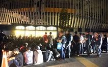 Từ tối 8-12, cả ngàn CĐV Malaysia đã xếp hàng chờ mua vé trận Malaysia - VN