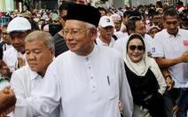 Cựu thủ tướng Malaysia cùng vợ đi biểu tình