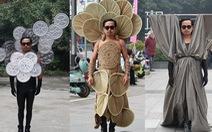 Anh nông dân thiết kế trang phục 'độc' kiếm tiền chữa ung thư cho cha