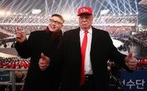 Trump và Kim Jong Un giả bị đuổi khỏi khai mạc Olympic Pyeongchang?