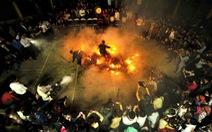 Truyền thuyết chó thần và tục nhảy lửa