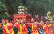 Dâng cúng bánh tét lên Quốc tổ Hùng Vương