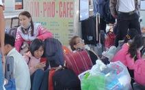 Tàu trễ nhiều giờ, hàng ngàn khách vạ vật ở ga Sài Gòn