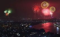 Pháo hoa rực trời chào đón năm mới Mậu Tuất 2018