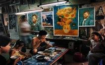 Công xưởng tranh sơn dầu 'nhái' của thế giới hiện ra sao?