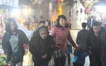 Xuyên đêm trẩy hội và mưu sinh ở chùa Hương