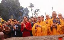 Trời đổ mưa lớn, khai hội chùa Hương vẫn đông vui