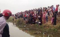 Cả trăm người đi xem một con cá 'nổi lên lại chìm xuống'