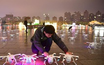 'Vũ điệu ánh sáng' đón năm mới từ 300 flycam
