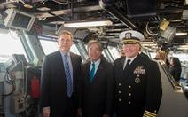 Đại sứ Phạm Quang Vinh thăm tàu sân bay USS George H. W. Bush