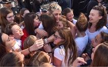 Katy Perry biểu diễn gây quỹ giúp nạn nhân lũ bùn ở California